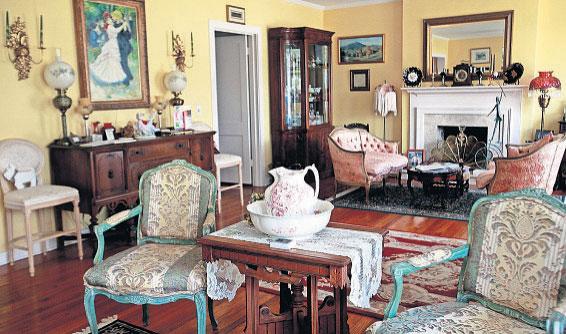 Interior image of Sabal Palm Inn